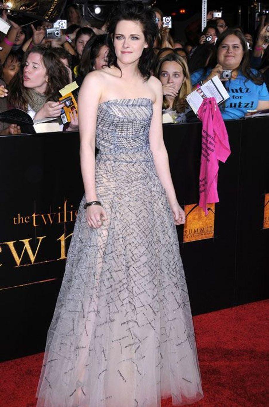 """En Oscar de la Renta pour la première de """"Twiligt"""" à Hollywood, le 16 novembre 2009"""