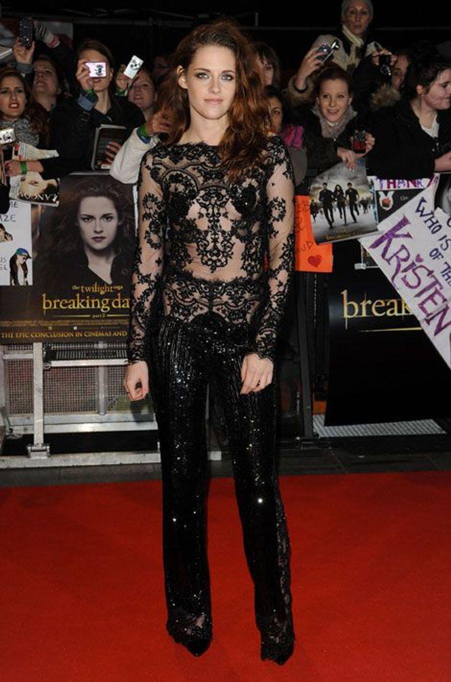 """En Zuhair Murad Couture pour la première de """"Twilight"""" à Londres, le 14 novembre 2012"""