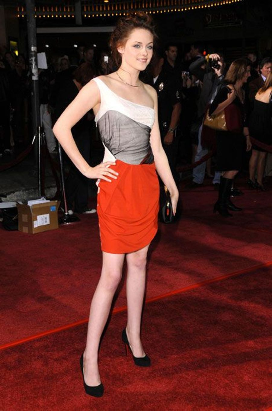 """Toujours en robe très courte pour la première de """"Twilight"""" à Los Angeles, le 17 novembre 2008"""