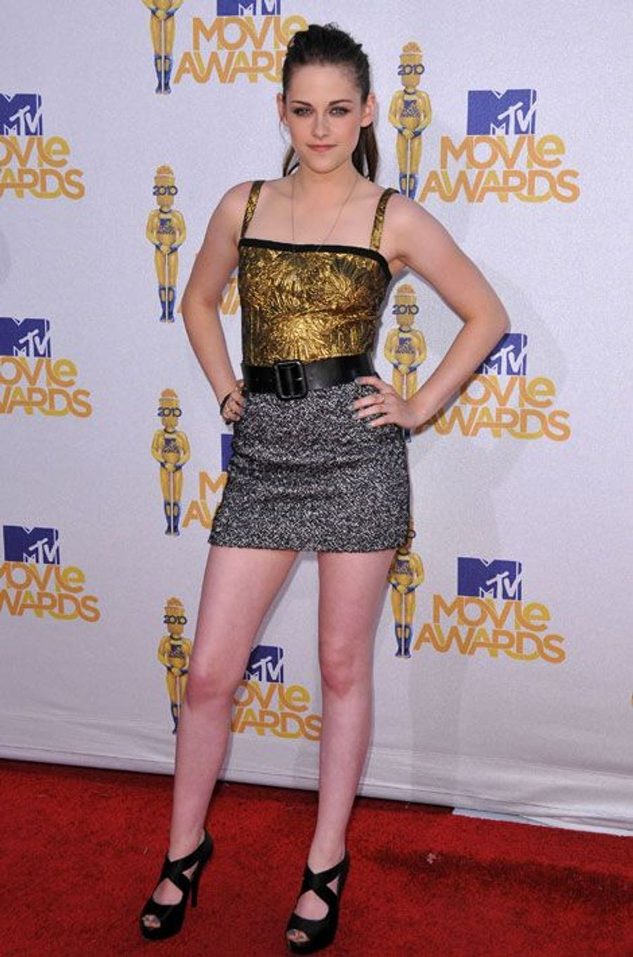 Une fille en or pour les MTV Movie Awards à Los Angeles, le 6 juin 2010