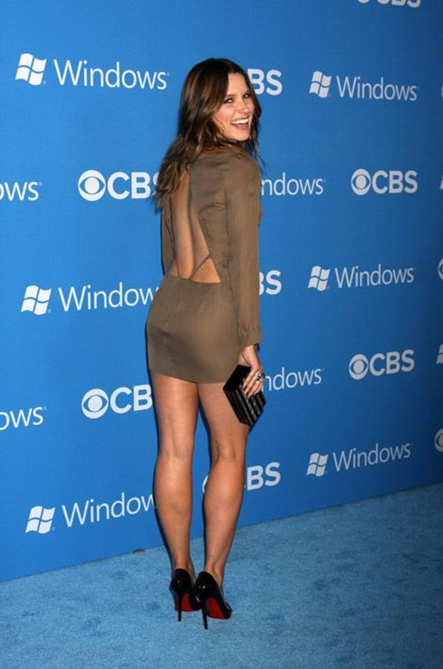 Encore une robe dos nu sexy en septembre 2012 à Los Angeles