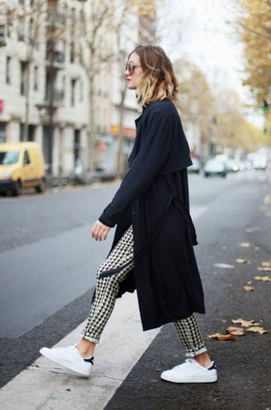 En toile souple et résistante, le trench-coat est le symbole du confort et de la légèreté. C'est un basique que vous pourrez garder dans votre dressing pendant des années. Choisissez-le dans une couleur sobre, pour pouvoir l'assortir avec plusieurs tenues différentes.