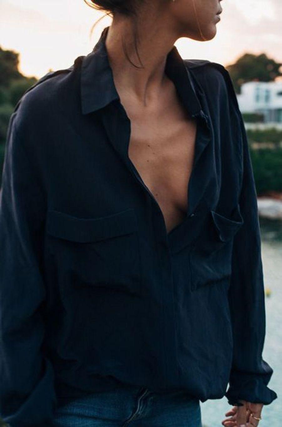 Il n'est pas obligatoire d'investir dans une nouvelle chemise, faites un petit tour dans la garde-robe de votre boyfriend pour une allure chic mais décontractée.