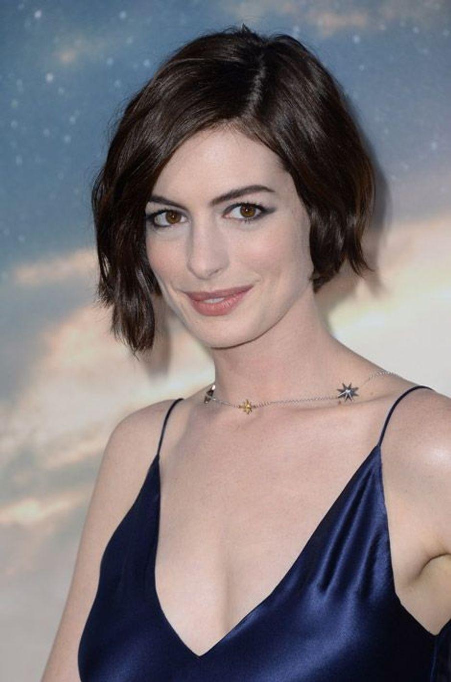 L'actrice Anne Hathaway et son carré court ondulé