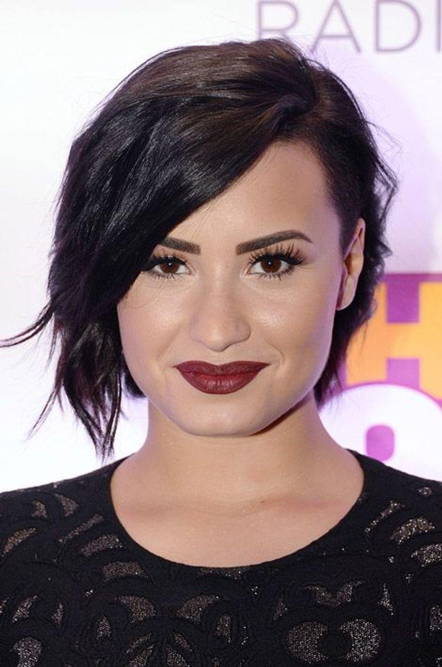 La chanteuse Demi Lovato et son carré court déstructuré