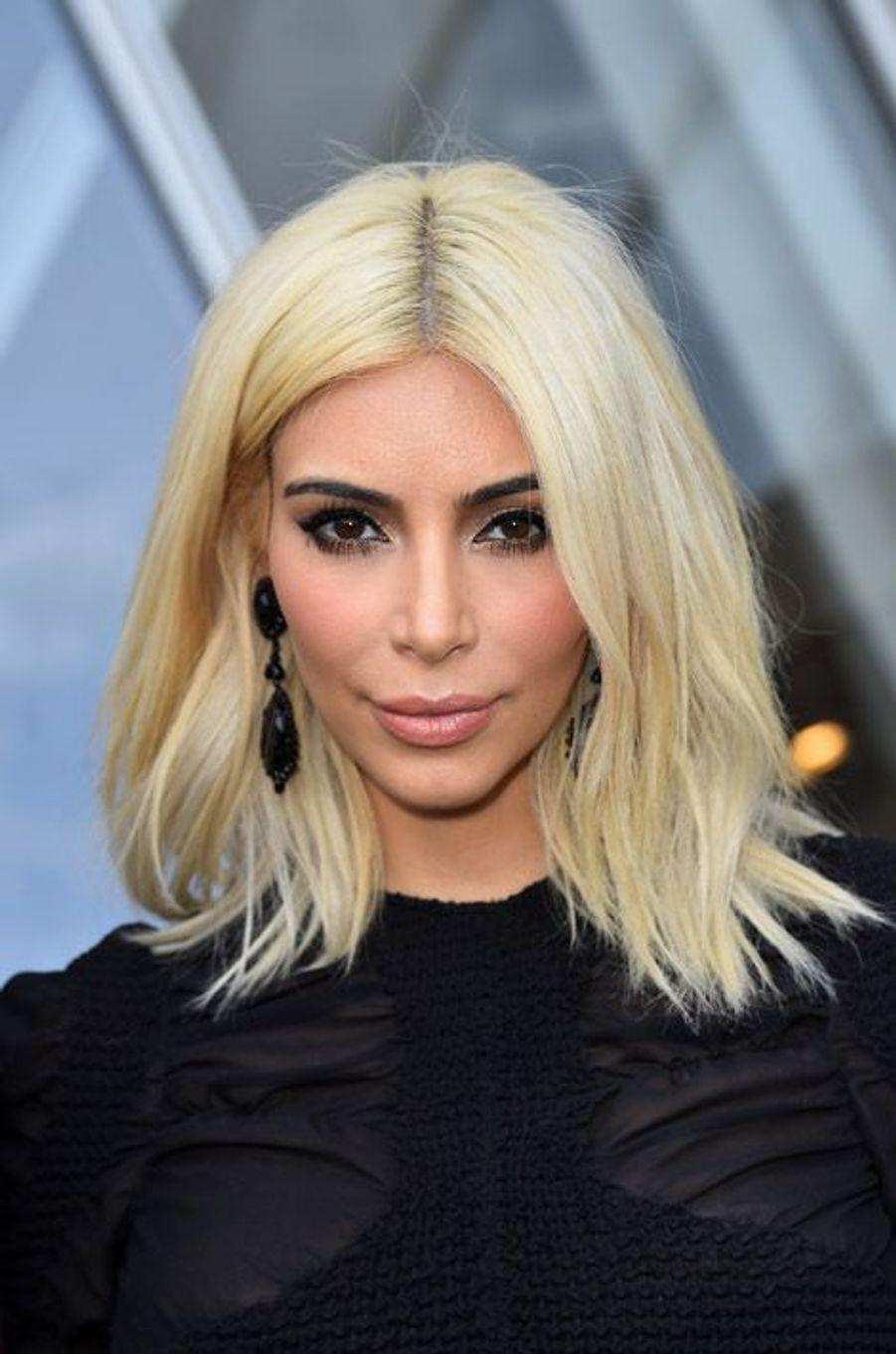 La star de la téléréalité américaine, Kim Kardashian et son carré long péroxydé