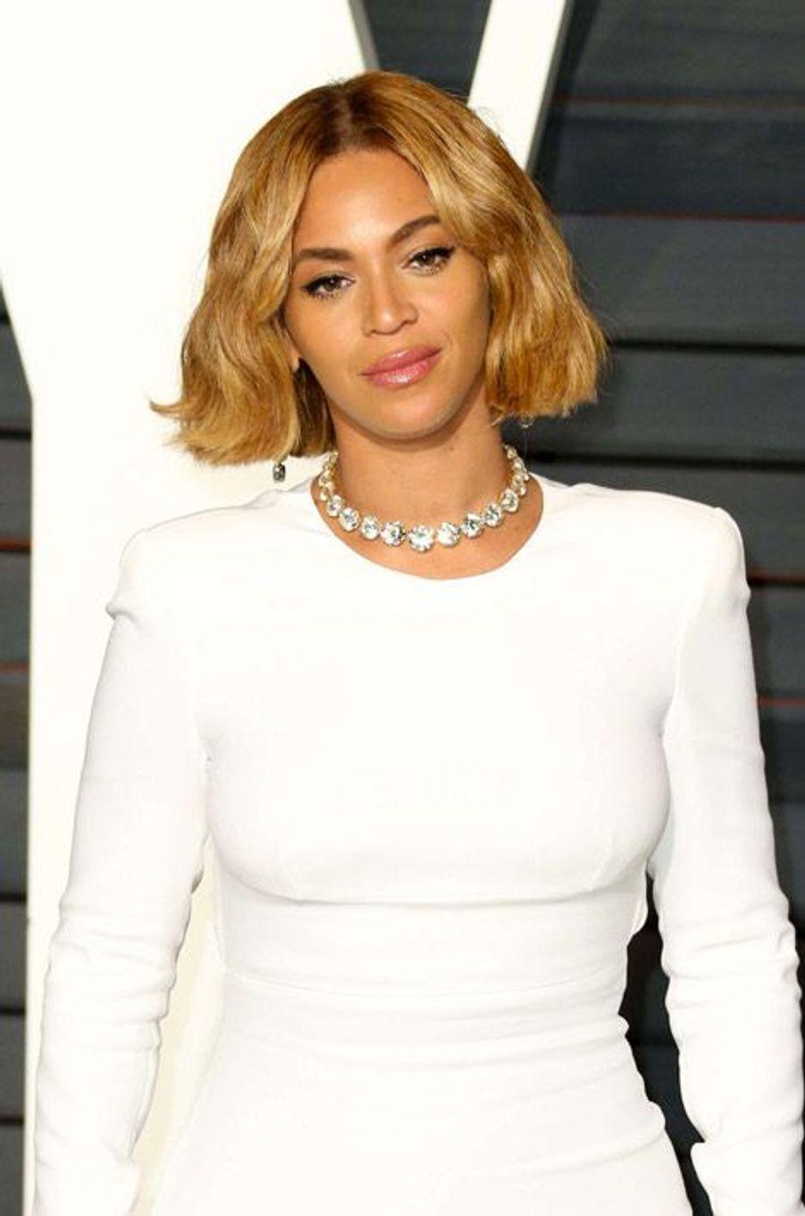 Lachanteuse Beyoncé et son carré court
