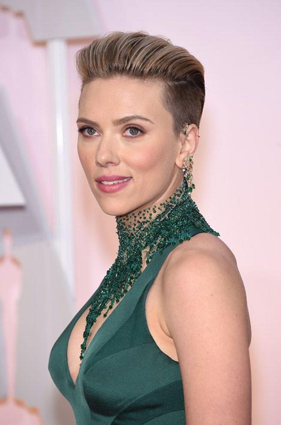 Scarlett Johansson coupe ses cheveux après sa grossesse