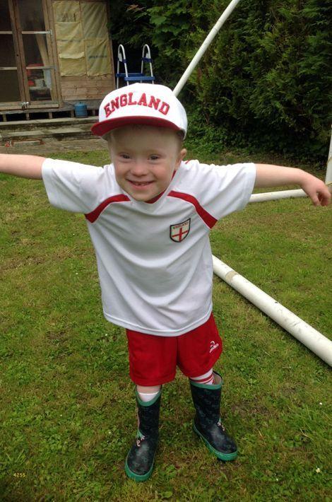 Louis, petit Anglais atteint de trisomie 21, un enfant mannequin comme les autres