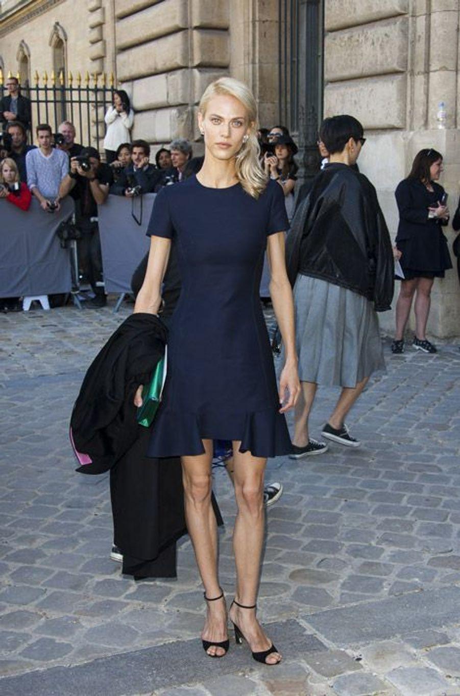 """Le mannequin Aymeline Valade, à l'affiche du film """"Yves saint Laurent"""" assiste au défilé Christian Dior au Carré du Louvre, à Paris, le 26 sept..."""