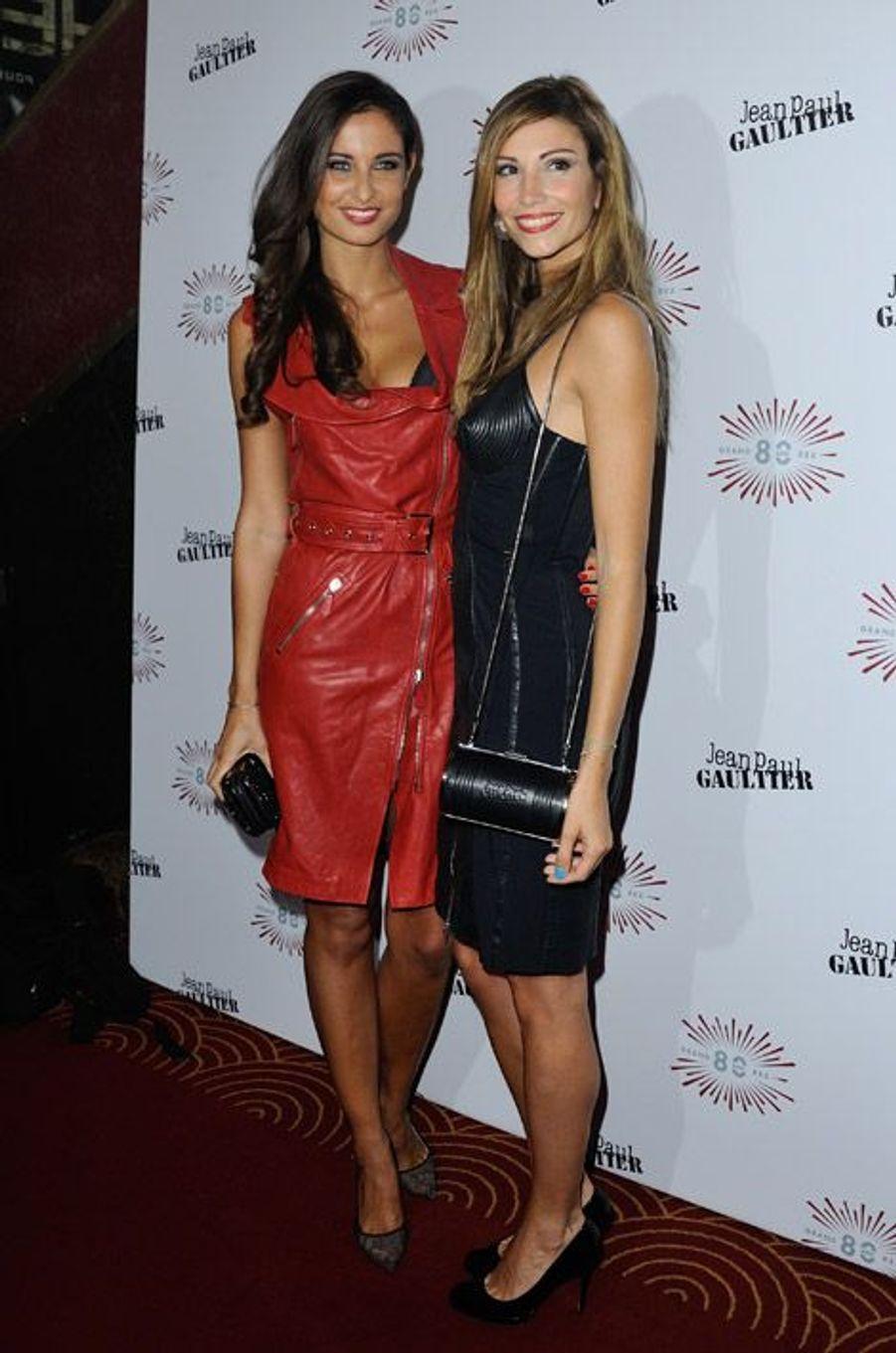 Les ex-Miss France Malika Ménard et Alexandra Rosenfeld au défilé Jean Paul Gaultier printemps-été 2015 à Paris, le 27 septembre 2014