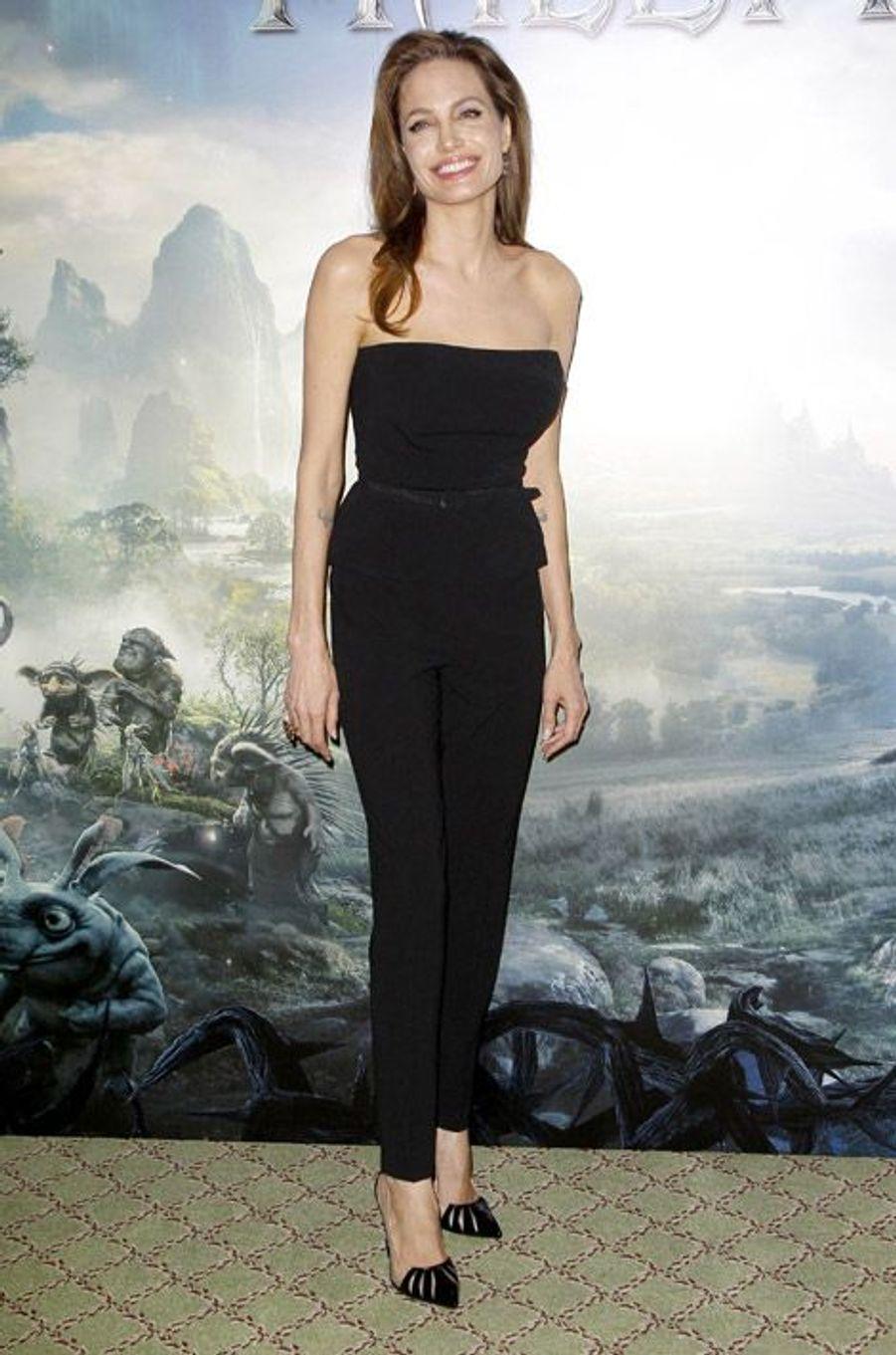 """Angelina Jolie en Christian Louboutin pour la première de """"Maléfique"""" à Paris, le 6 mai 2014"""