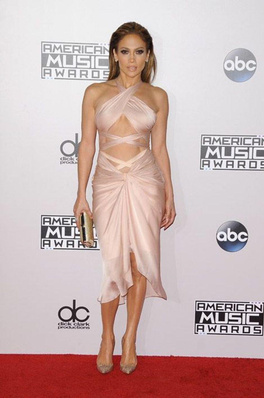 La chanteuse Jennifer Lopez en Christian Louboutin pour la cérémonie des American Music Awards à Los Angeles, le 23 novembre 2014