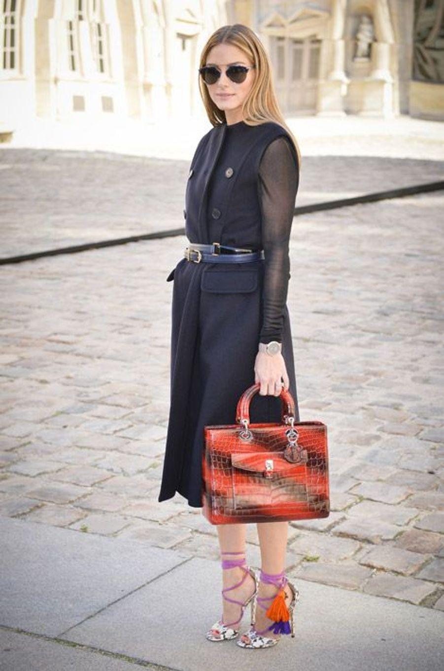 La styliste Olivia Palermo en Jimmy Choo, assiste au défilé Christian Dior à Paris, le 26 septembre 2014
