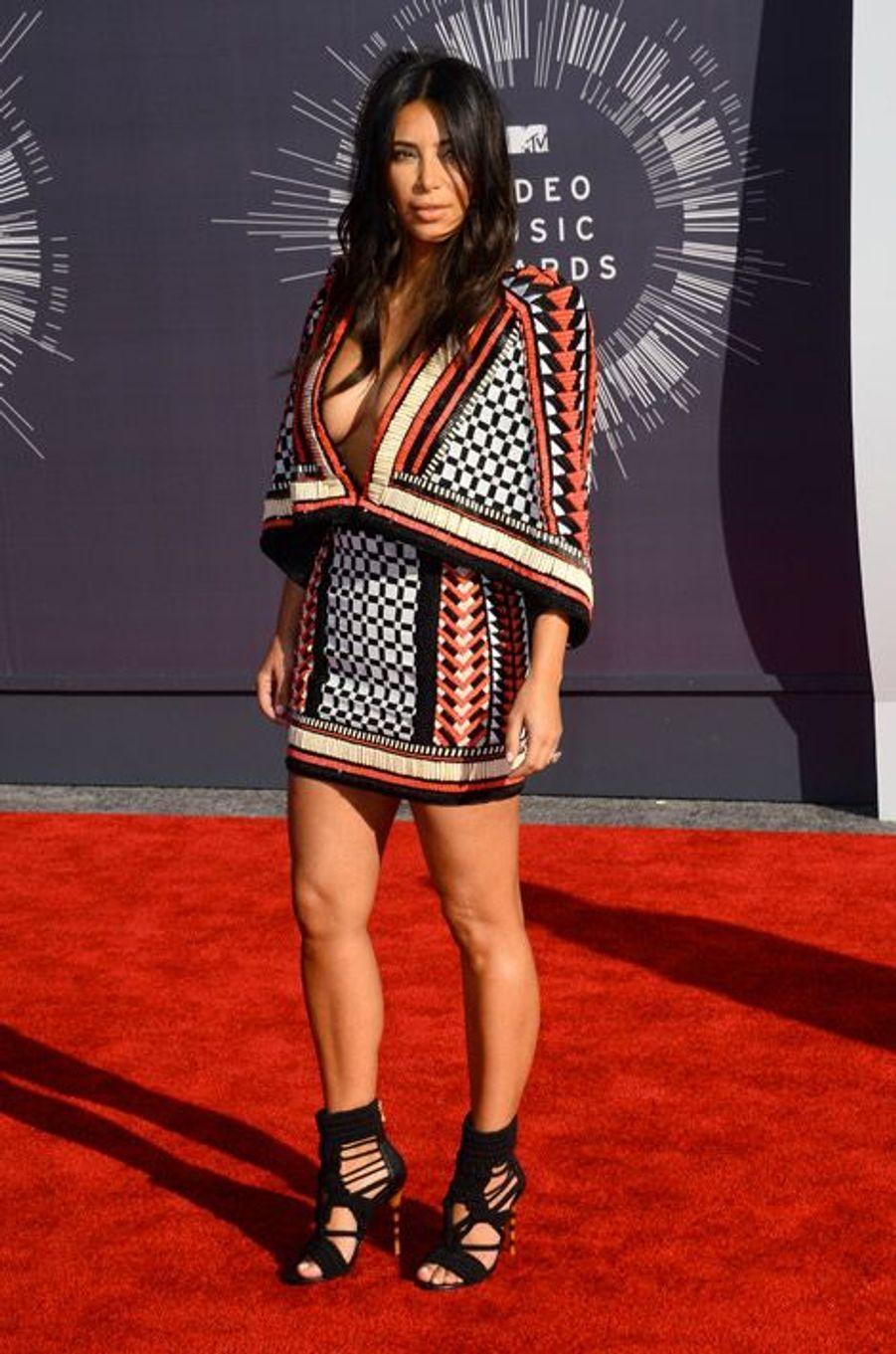 Les chaussures en corde signées Balmain de la star de la téléréalité Kim Kardashian, en Californie, le 24 août 2014