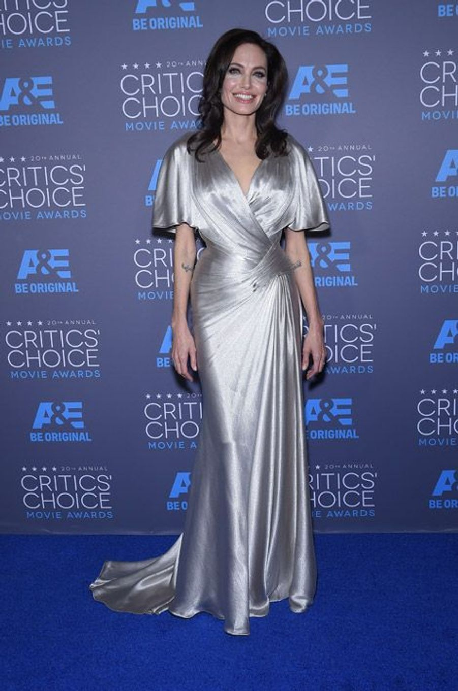 Angelina Jolie en Atelier Versace lors de la cérémonie des Critics Choice Movie Awards à Los Angeles, le 15 janvier 2015