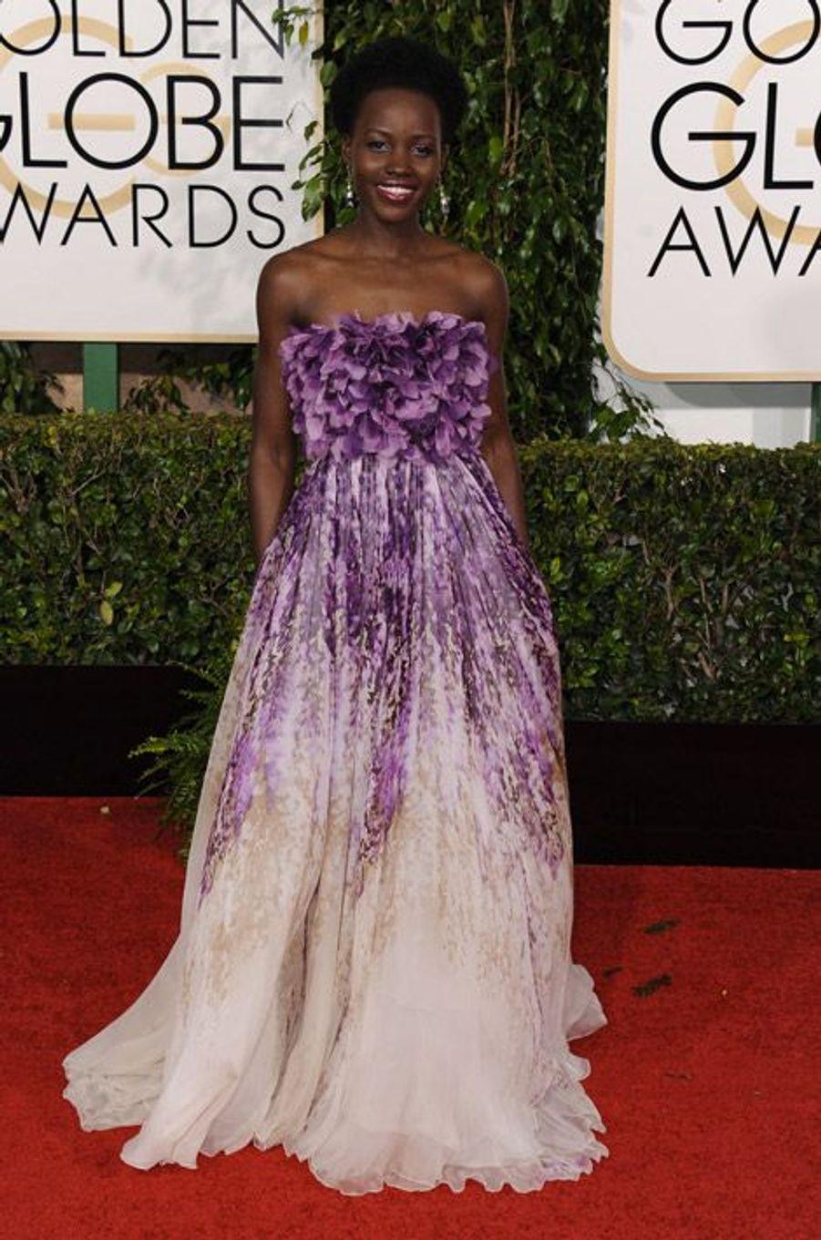 Lupita Nyong'o en Giambattista Valli aux Golden Globes, le 11 janvier 2015