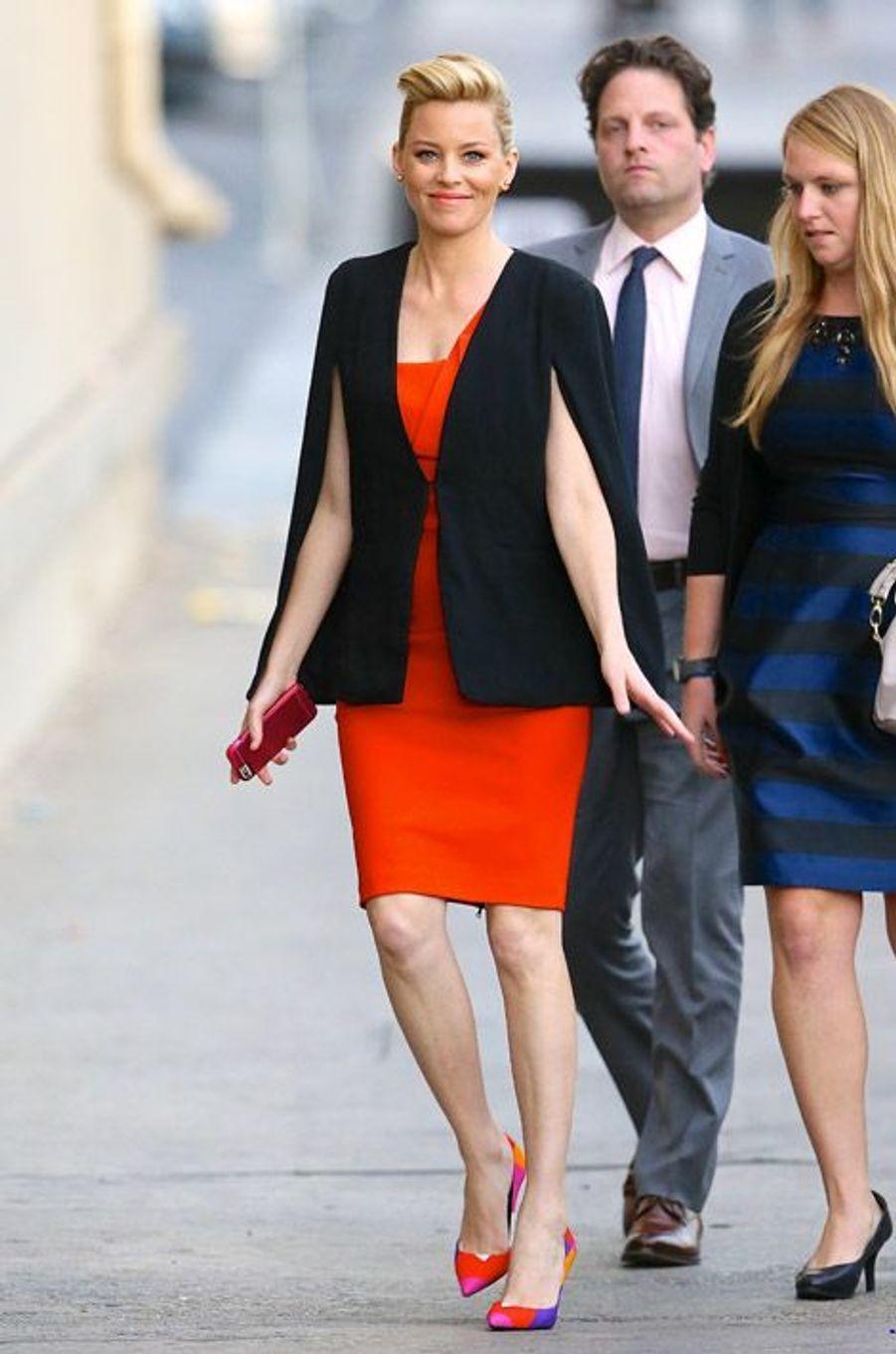 L'actrice Elizabeth Bancks se rend sur le plateau de l'émission de Jimmy Kimmel à Los Angeles, le 17 novembre 2014