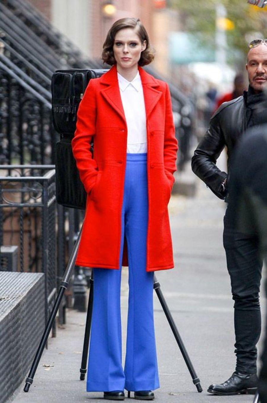 Le mannequin Coco Rocha, enceinte, sur le tournage de son émission, The Face, à New York, le 25 novembre 2014