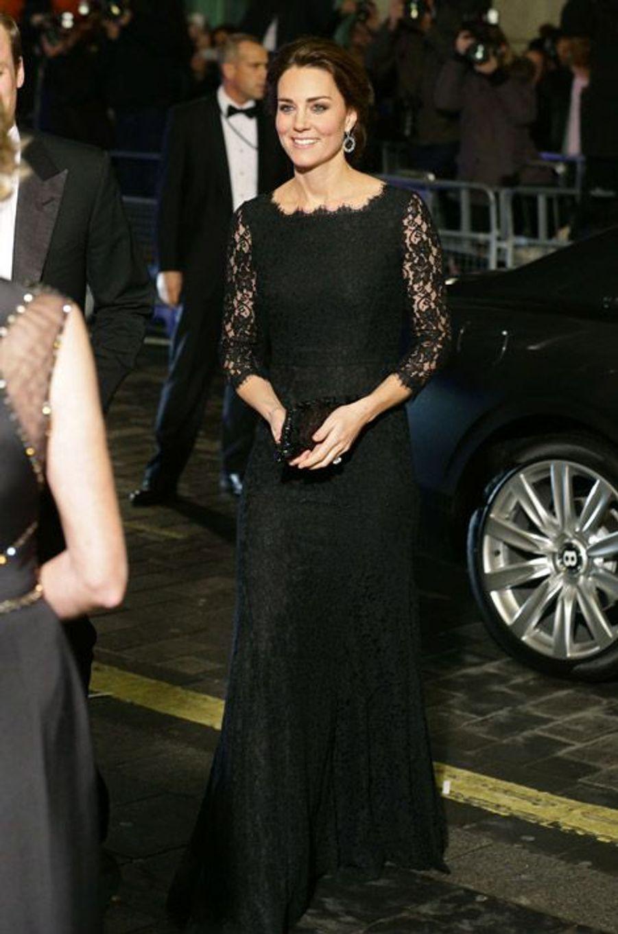 Kate Middleton à la soirée Royal Variety Performance en Diane Von Fürstenberg, le 13 novembre 2014 à Londres