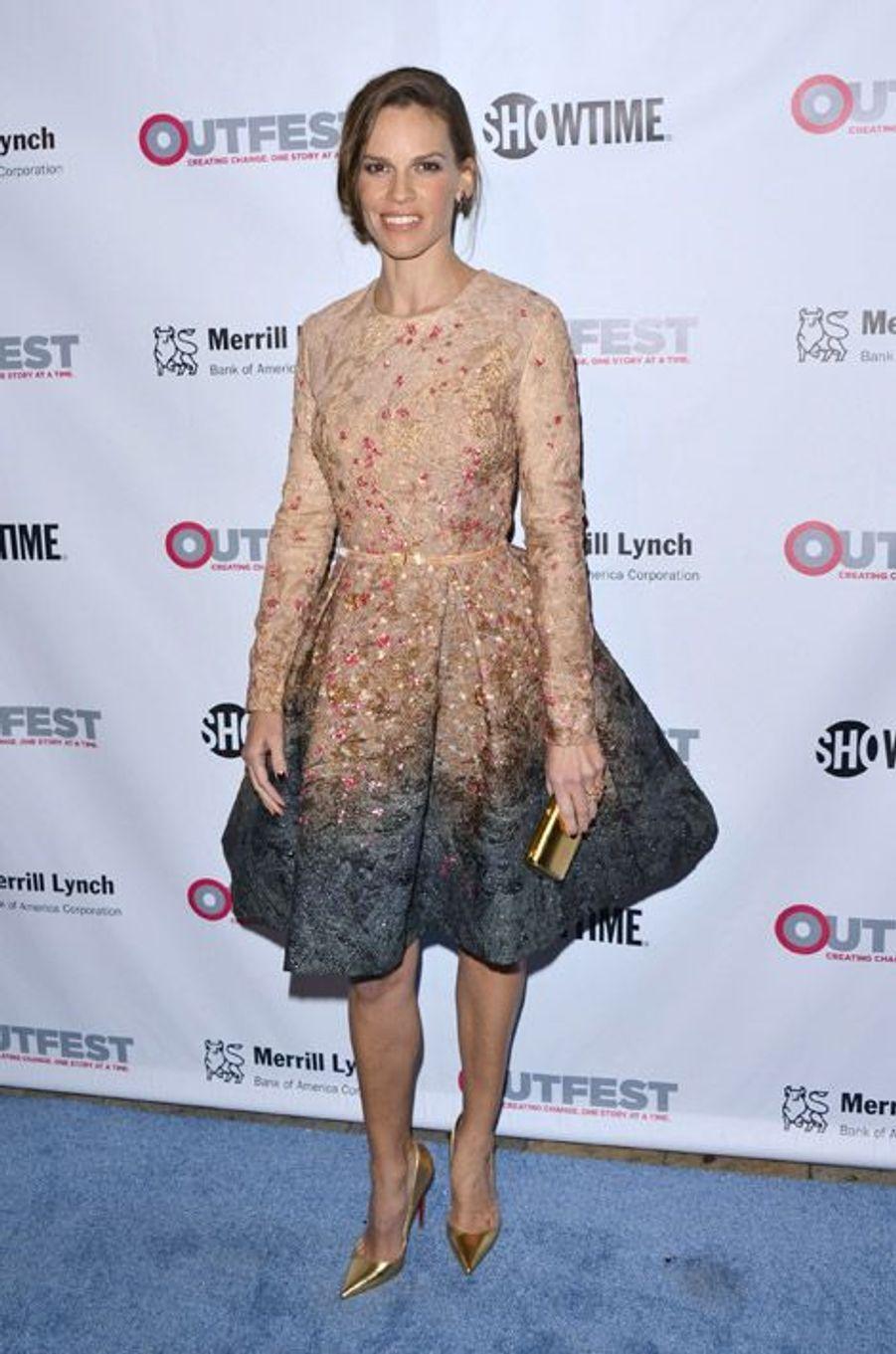 L'actrice Hilary Swank en Giambattista Valli lors du gala Outfest Legacy Awards à Los Angeles, le 12 novembre 2014