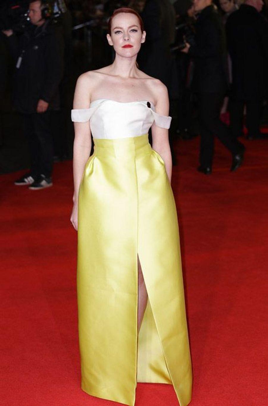 """L'actrice Jena Malone en Emilia Wickstead lors de la première du nouveau volet de la saga """"Hunger Games"""" à Londres, le 10 novembre 2014"""