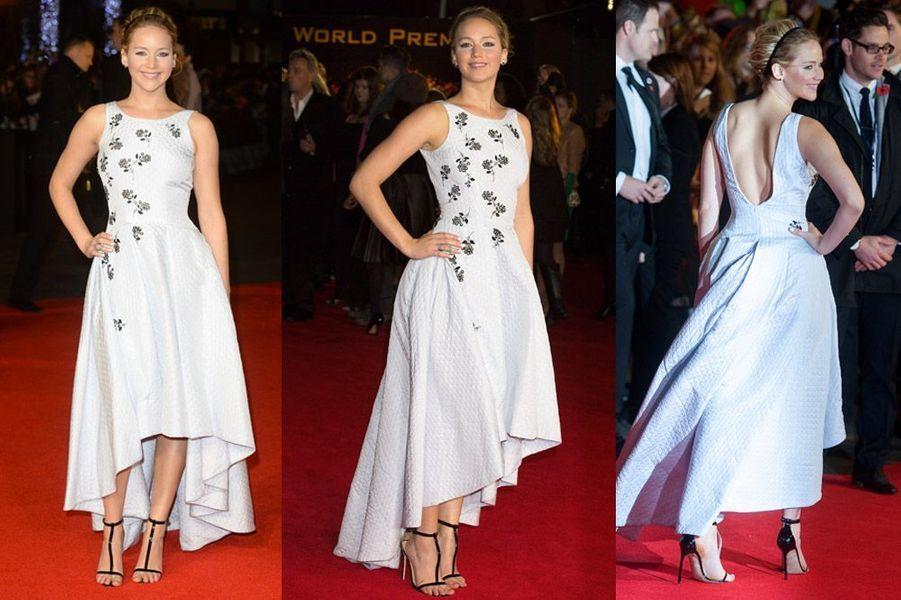 """L'actrice Jennifer Lawrence en Christian Dior lors de la première du nouveau volet de la saga """"Hunger Games"""" à Londres, le 10 novembre 2014"""
