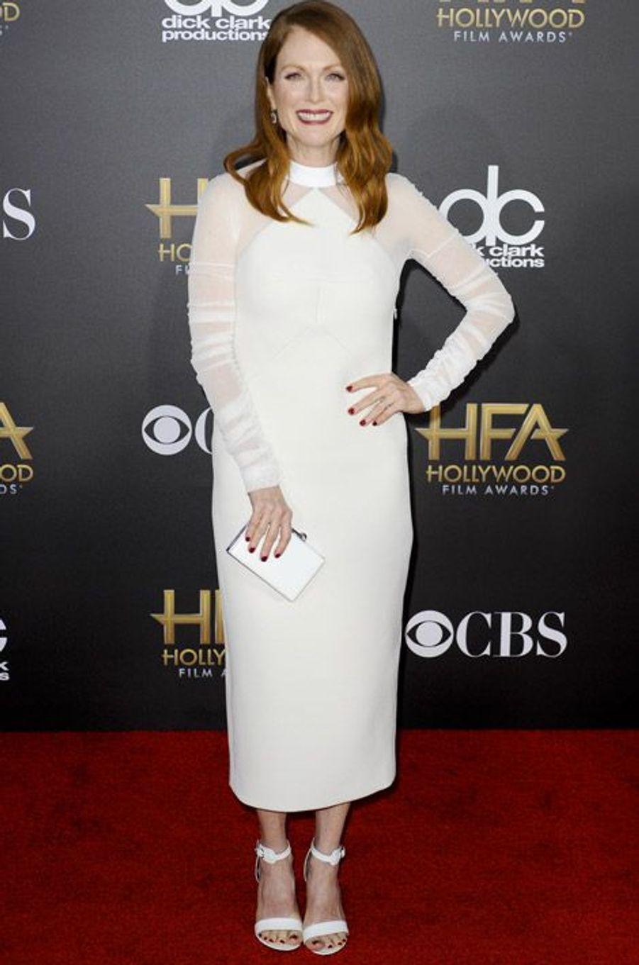 L'actrice Julianne Moore en Balenciaga lors de la cérémonie Hollywood film Awards, à Los Angeles le 15 novembre 2014