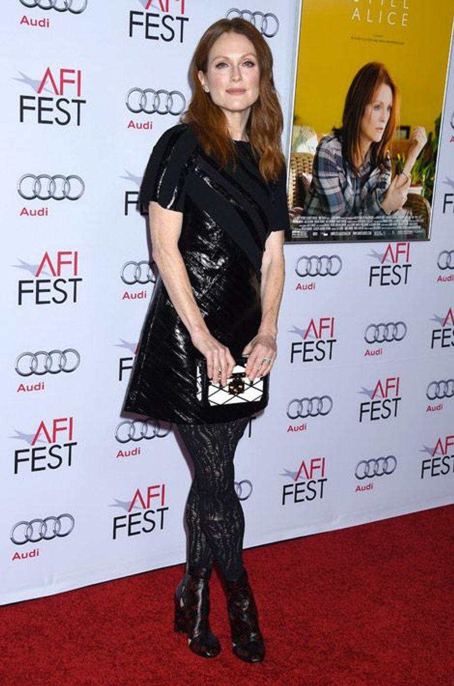 """L'actrice Julianne Moore en Louis Vuitton lors de la projection du film """"Still Alice"""" à Los Angeles, le 12 novembre 2014"""