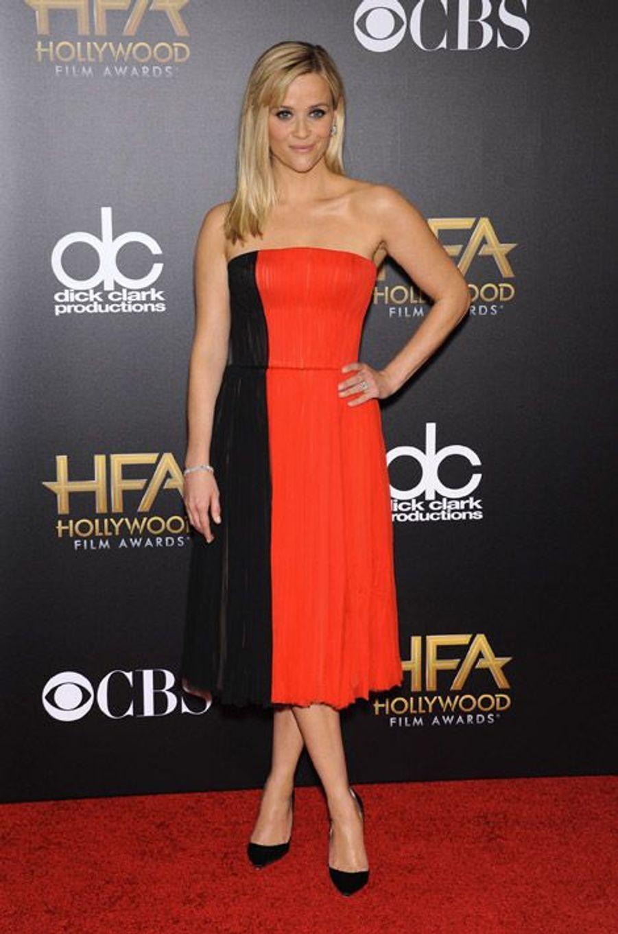 L'actrice Reese Witherspoon en J. Mendel lors de la cérémonie Hollywood film Awards, à Los Angeles le 15 novembre 2014