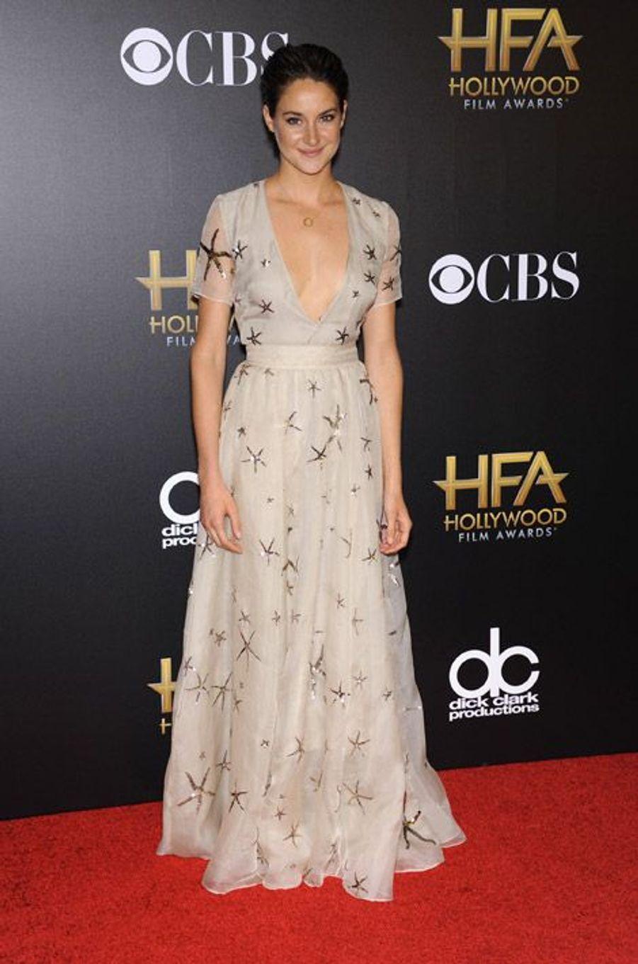 L'actrice Shailene Woodley en Valentino lors de la cérémonie Hollywood film Awards, à Los Angeles le 15 novembre 2014