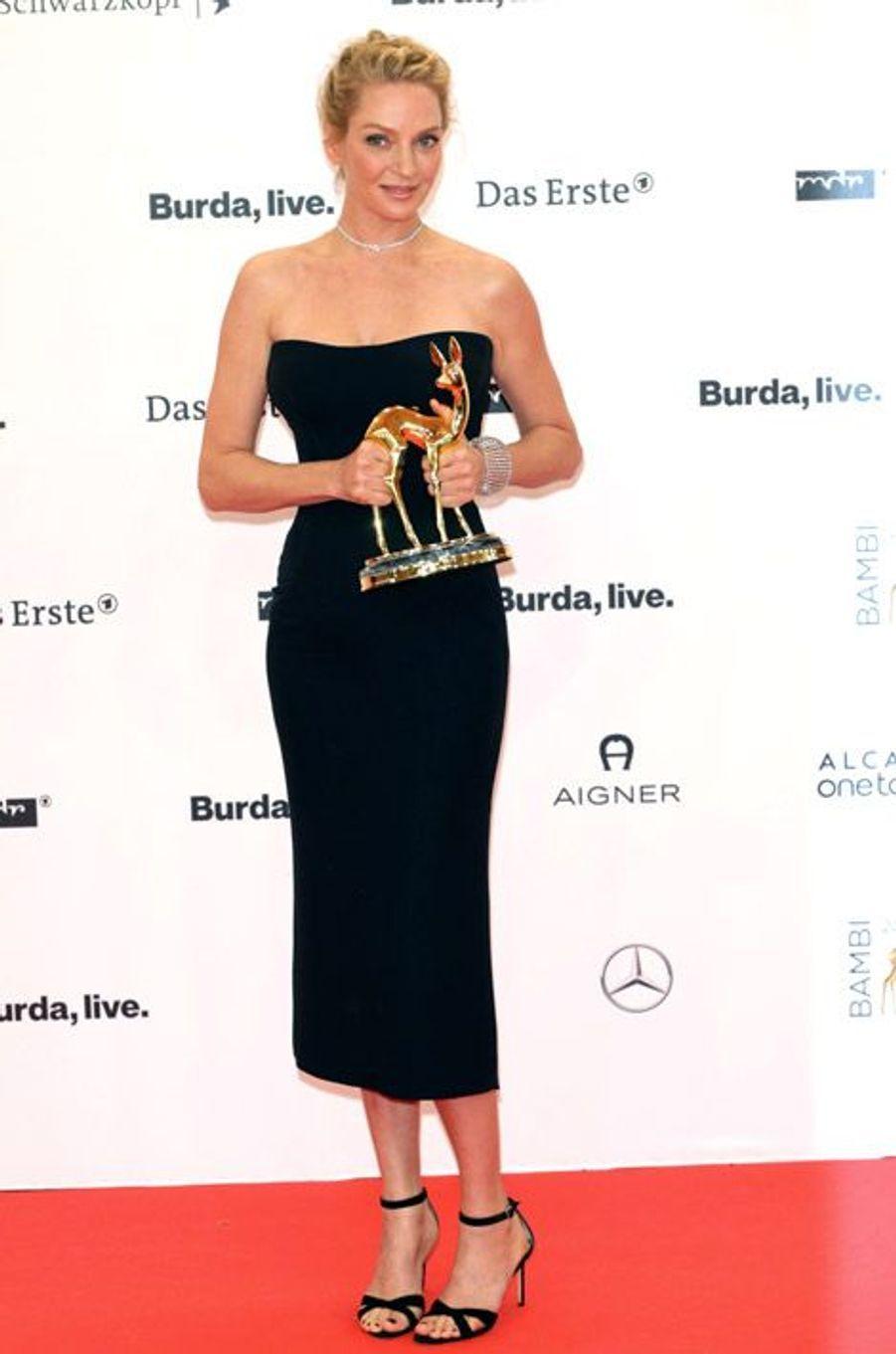 L'actrice Uma Thurman en Atelier Versace lors de la cérémonie Bambi Award à Berlin, le 13 novembre 2014
