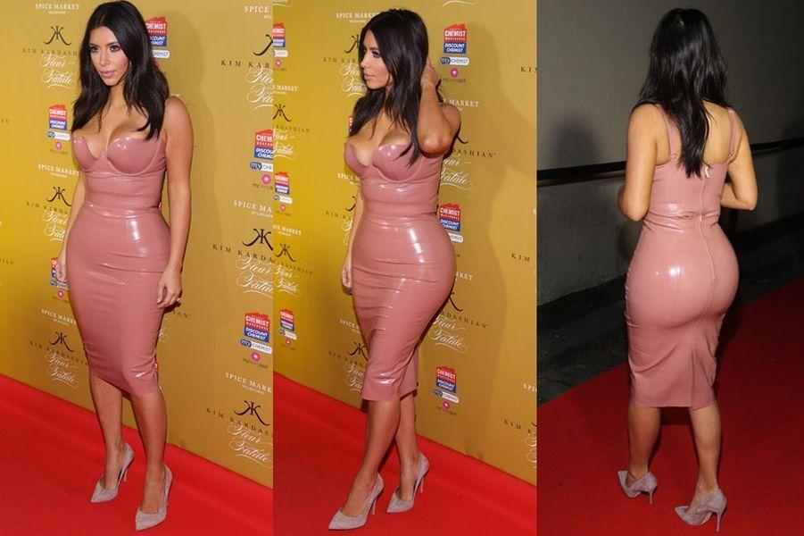 Kim Kardashian dans une robe en latex en Australie, le 18 novembre 2014
