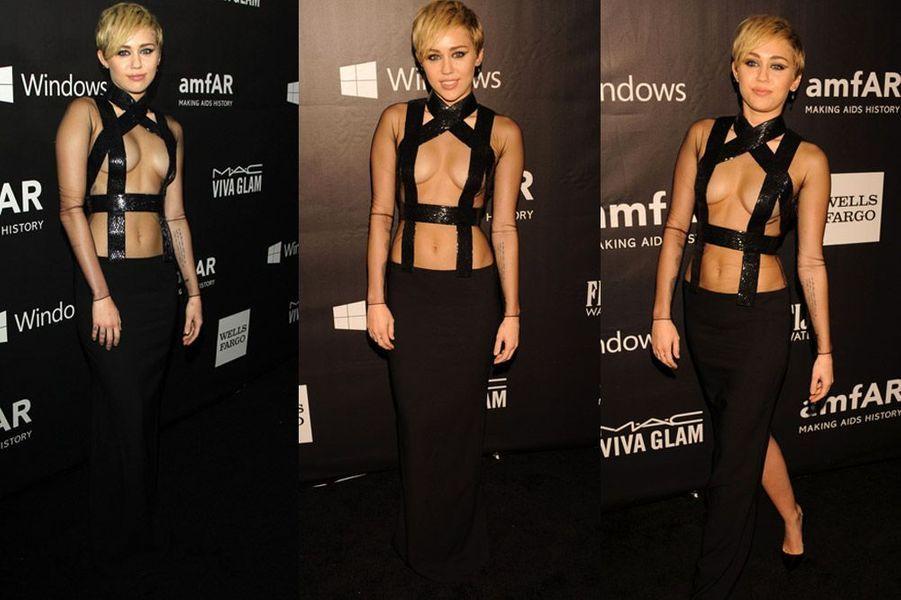 La chanteuse Miley Cyrus en Tom Ford lors du gala de l'amfAR à Los Angeles, le 29 octobre 2014