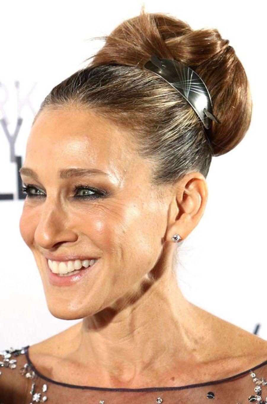 Le 30 septembre dernier, l'actrice Sarah Jessica Parker a opté pour un chignon haut sophistiqué.