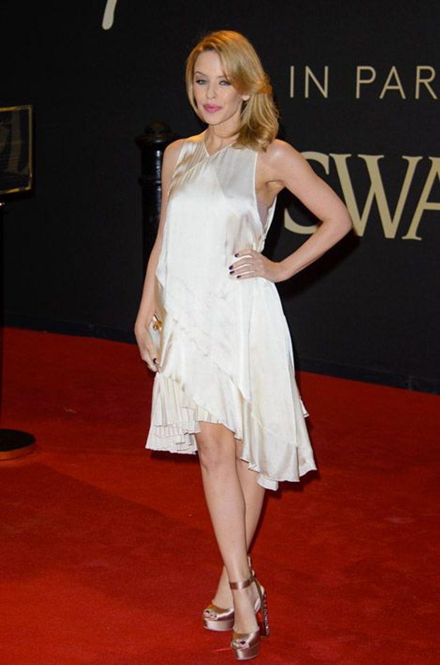 La chanteuse Kylie Minoque en Stella McCartney à la cérémonie des British Fashion Awards, à Londres, le 1er décembre 2014