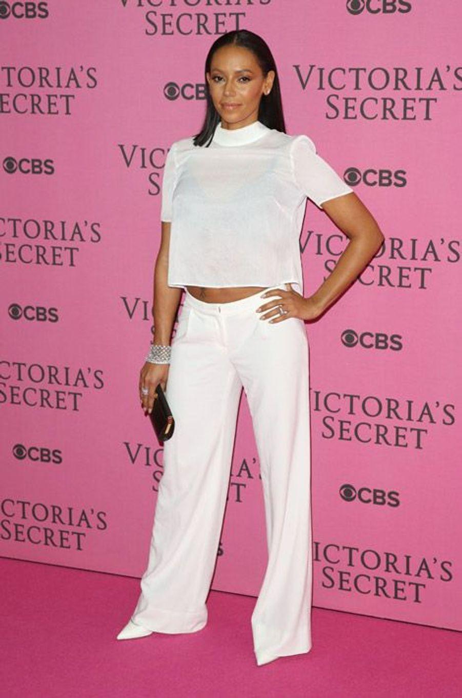 La chanteuse Mel B (ex Spice Gril), assiste au défilé Victoria's Secret à Londres, le 2 décembre 2014