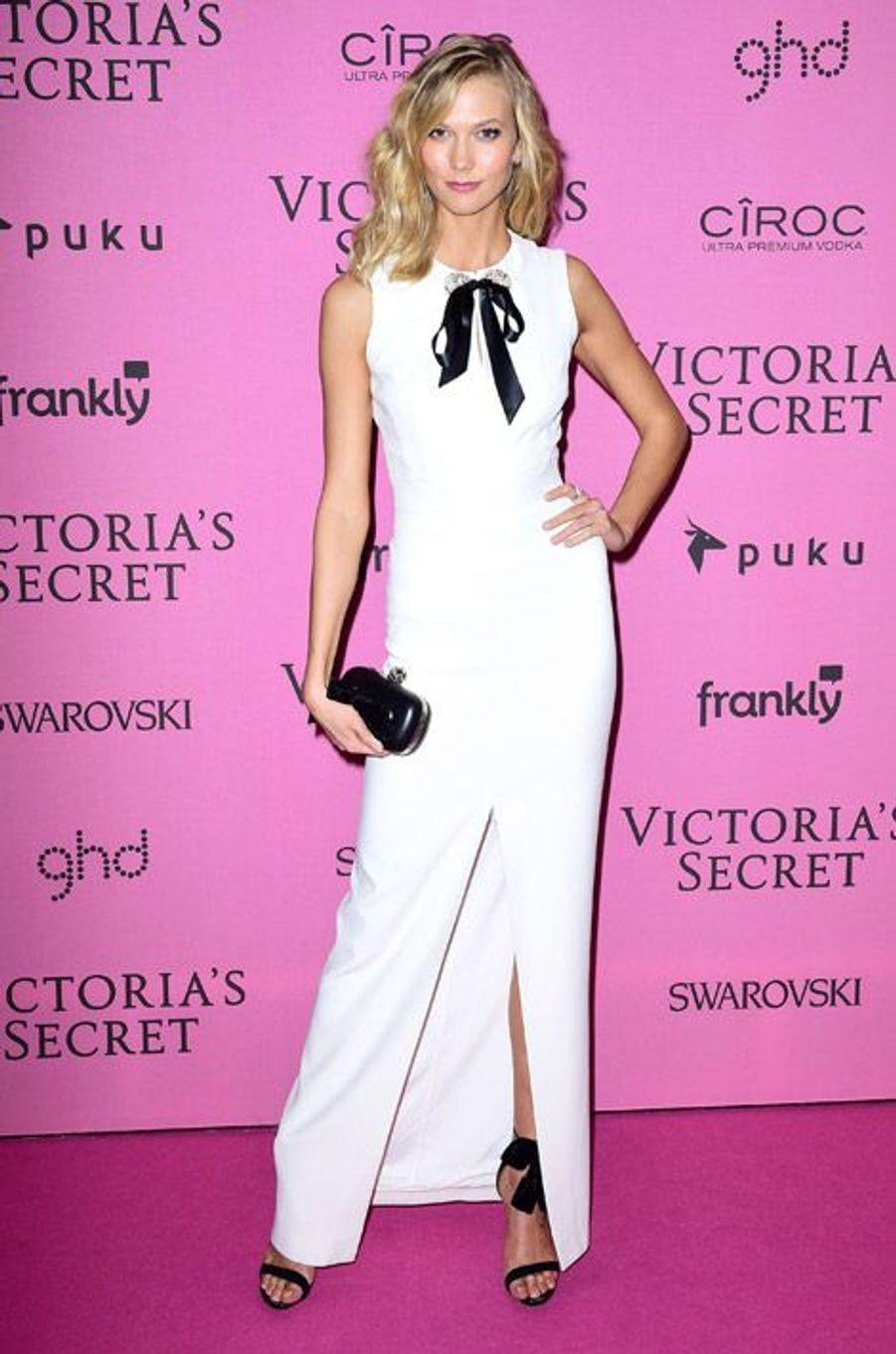 Le mannequin Karlie Kloss en Alexander McQueen à Londres le 2 décembre 2014 après le show Victoria's Secret