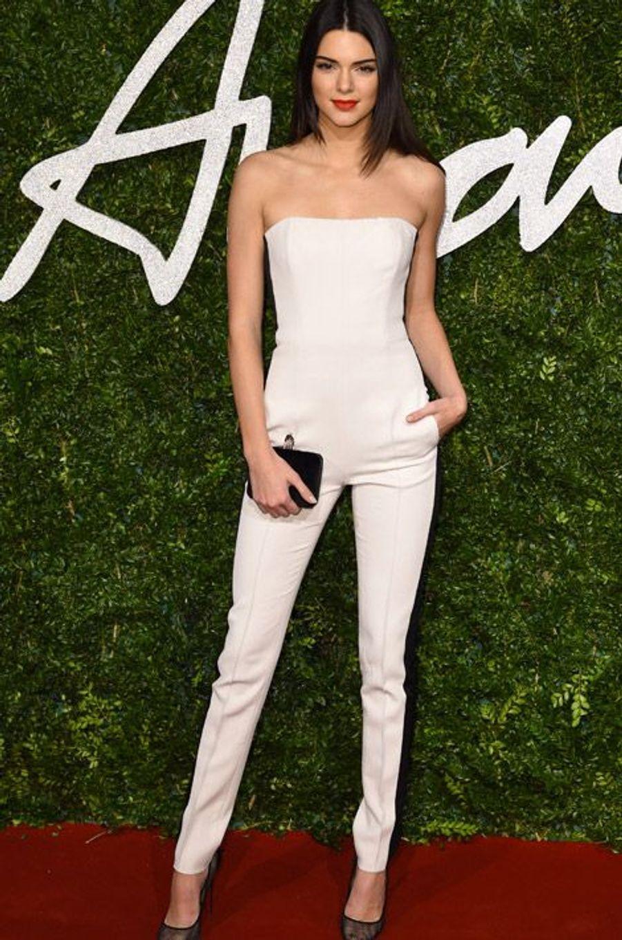 Le mannequin Kendall Jenner en Emilio Pucci à la cérémonie des British Fashion Awards, à Londres, le 1er décembre 2014