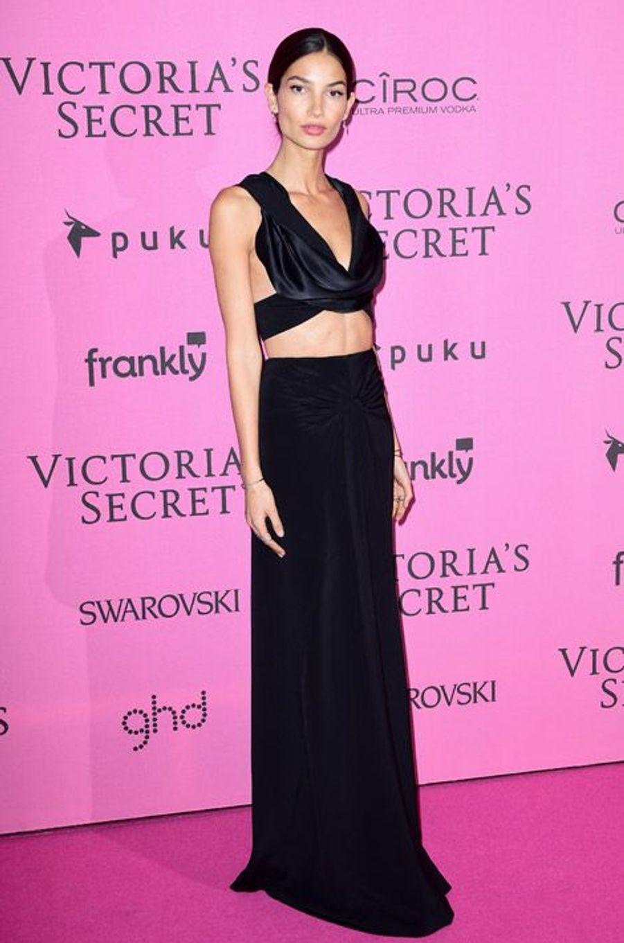 Le mannequin Lily Aldridge en Cushnie et Ochs à Londres le 2 décembre 2014 après le show Victoria's Secret