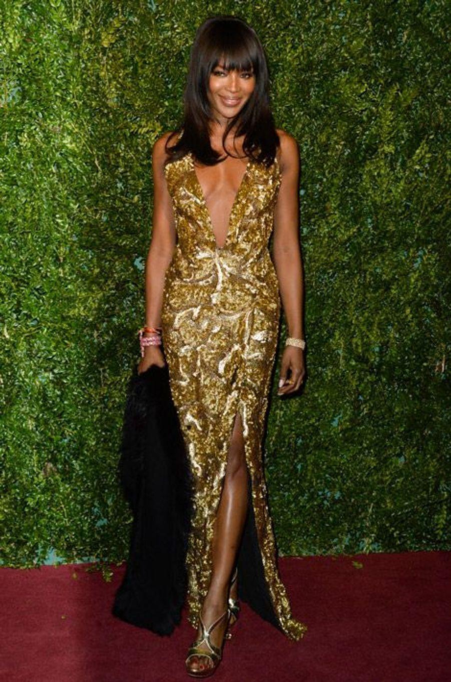 """Le top-modèle Naomi Campbell en Burberry à la soirée """"London Evening Standard Awards"""" à Londres, le 30 novembre 2014"""