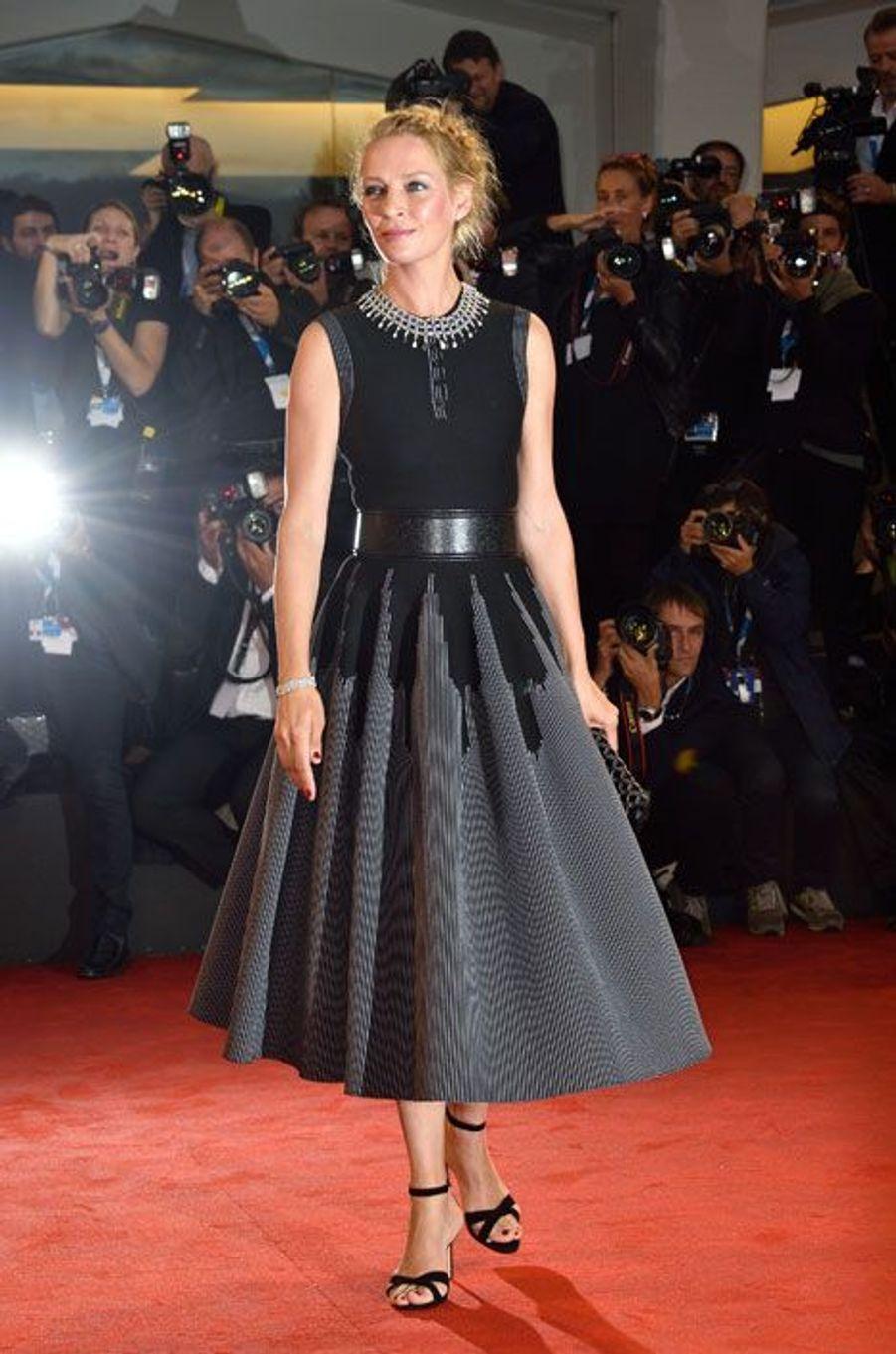Black & white : Uma Thurman en Azzedine Alaïa, lors de la première du film Nymphomaniac 2 à la Mostra de Venise le 1er septembre 2014