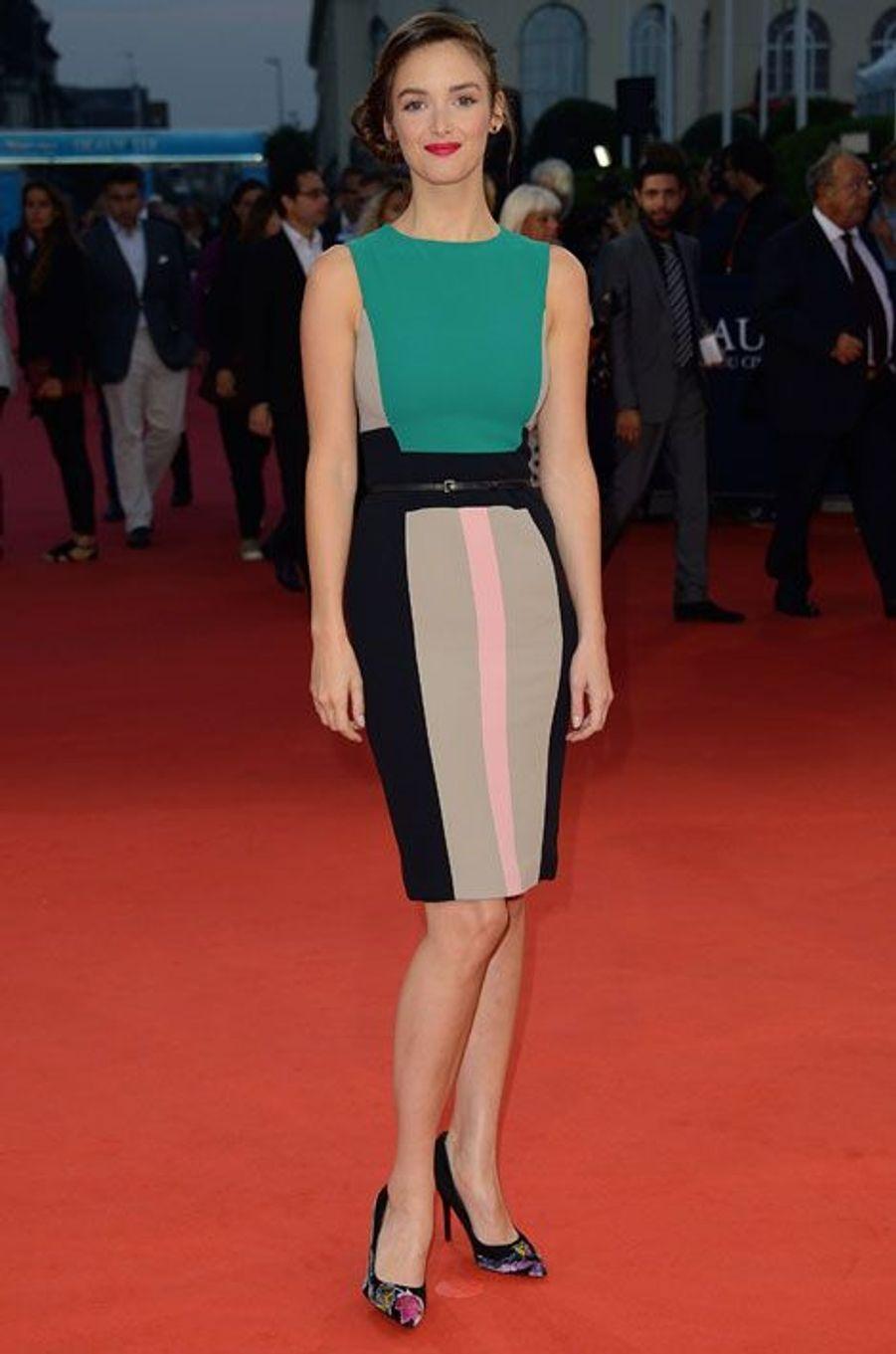 De la couleur : l'ex Miss Météo Charlotte Le Bon, lors de la première du film Les Recettes du bonheur au festival de Deauville, le 6 septembre 2014