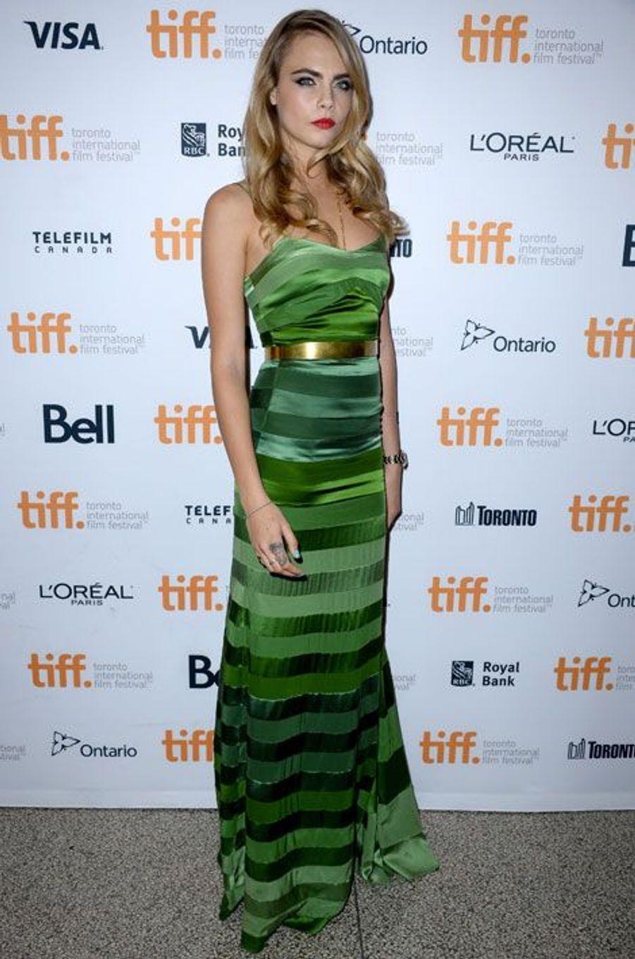 De la couleur : le mannequin Cara Delevingne, lors de la première du film The Face of an Angel à Toronto, le 6 septembre 2014