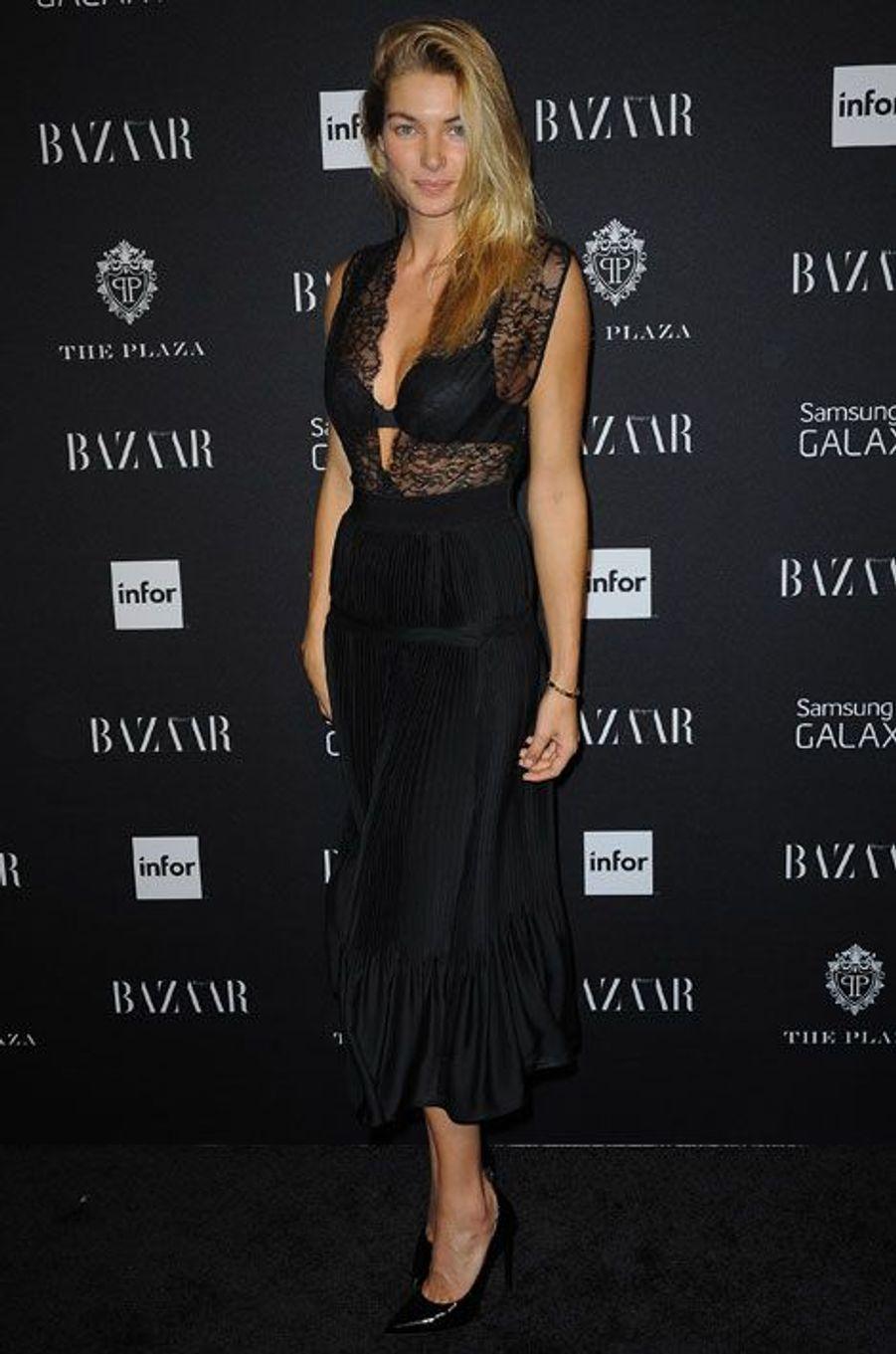 La transparence : le mannequin australien Jessica Hart lors de la soirée Harper's Bazaar ICONS à New York, le 5 septembre 2014