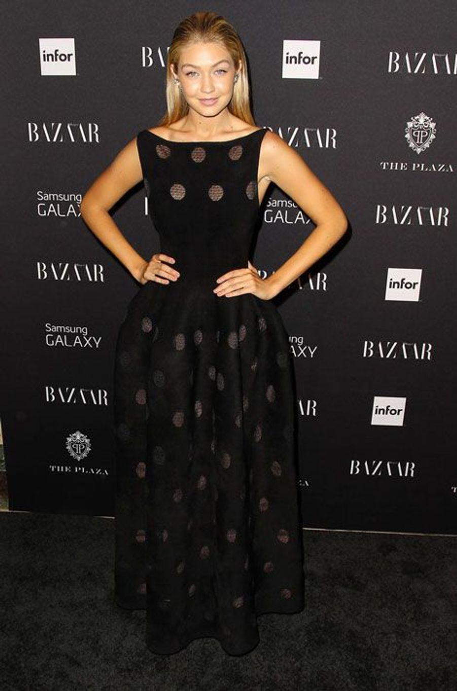 La transparence : le mannequin Gigi Hadid, lors de la soirée Harper's Bazaar ICONS, à New York le 5 septembre 2014