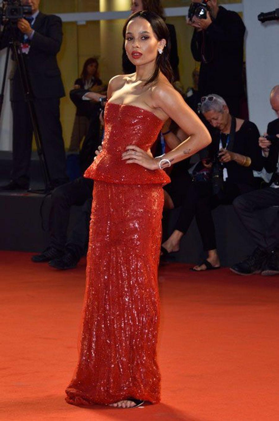 Paillettes et soie : la it-girl Zoë Kravitz en Armani Privé lors de la première du film Good Kill, le 5 septembre 2014 à la Mostra de Venise