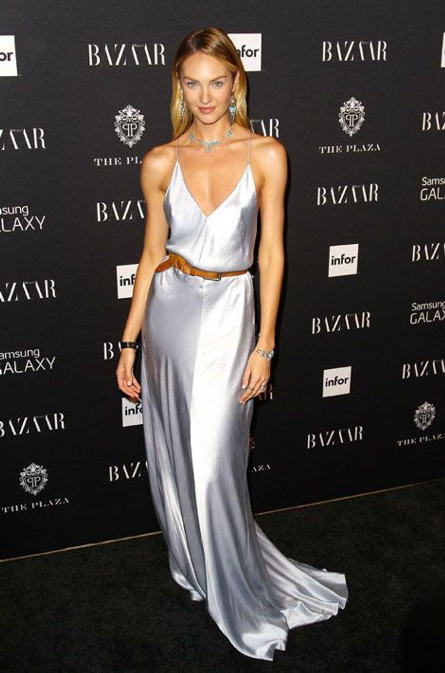 Paillettes et soie : le mannequin Candice Swanepoel, lors de la soirée Harper's Bazaar ICONS, à New York le 5 septembre 2014