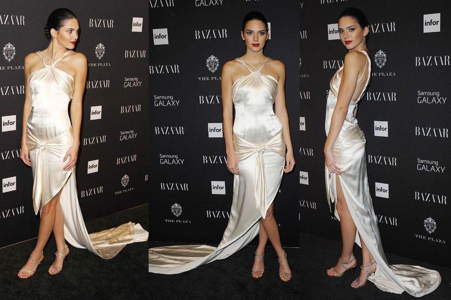 Paillettes et soie : le mannequin Kendall Jenner en Marc Jacobs, lors de la 2ème cérémonie des Fashion Media Awards, à New York le 5 septembre 2...