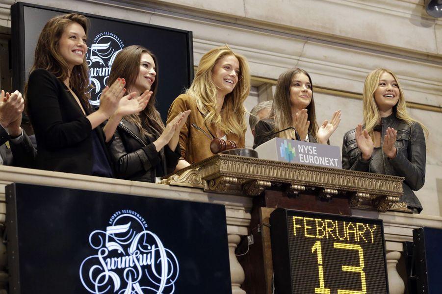 """Gigi Hadid aux côtés des autres mannequins stars de """"Sports Illustrated"""""""